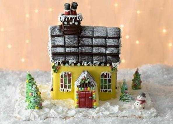 Christmas house chocolate cake