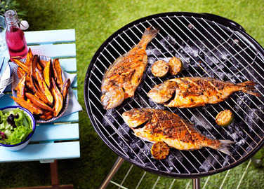 Image: Piri piri sea bream with sweet potato wedges