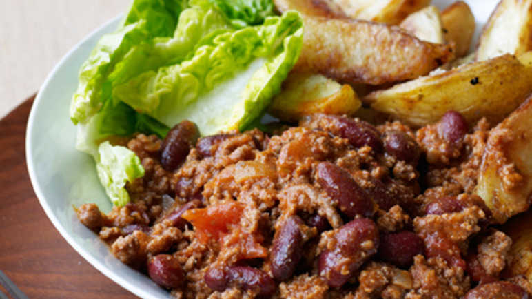 Chilli con carne & wedge image