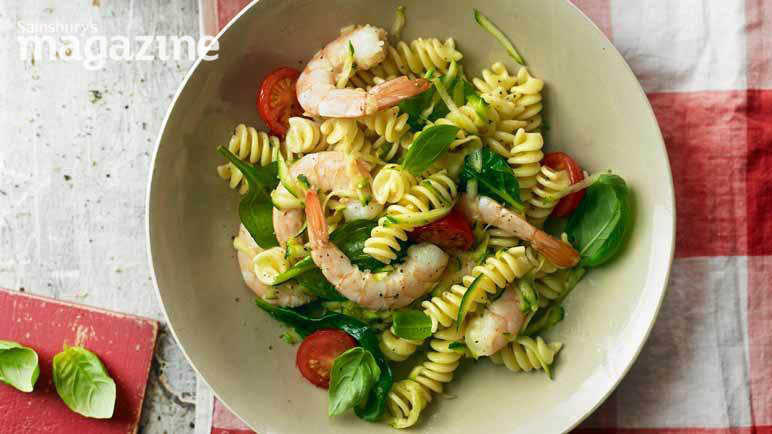 Image: Garlicky prawn and courgette pasta