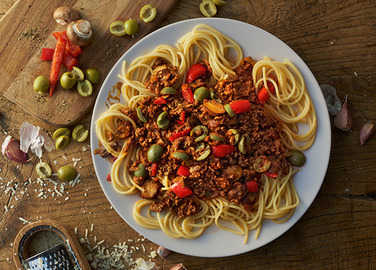 Image: Spaghetti bolognese with olives