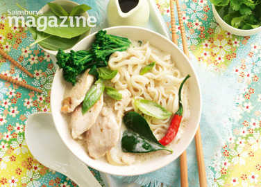 Green chicken curry with noodles