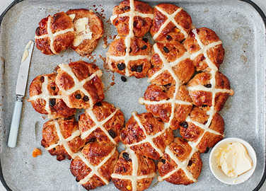 Image: Tear and share hot cross buns