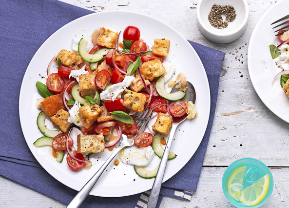 Recipe: Tomato and mozzarella salad with croutons ...