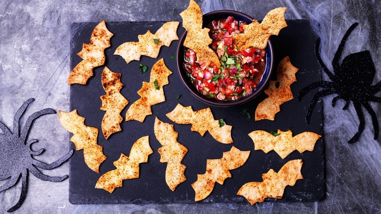 Image: Tortilla 'bats' with a salsa dip