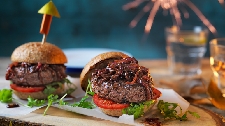 Image: Bonfire burger with sticky campfire onions