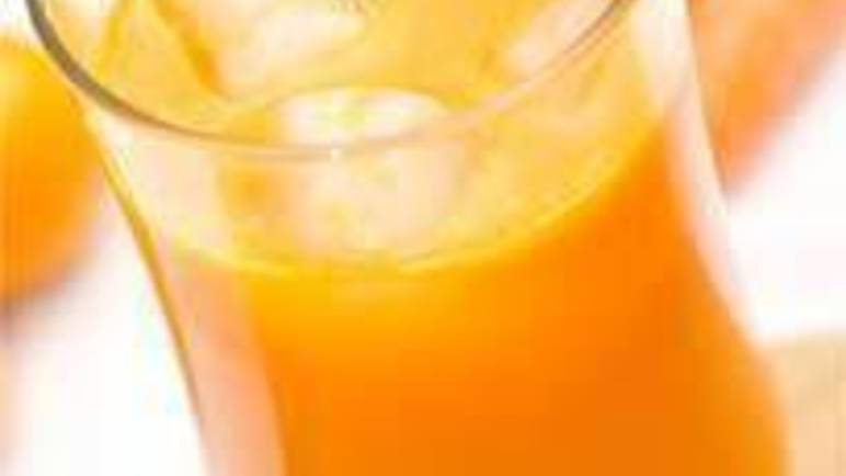 Large image of Bright Eyes carrot and clementine juice recipe.