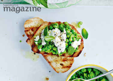 Pea, goats' cheese and mint bruschetta