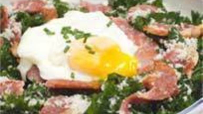 Large image for warm salad of crispy bacon and poached egg on kale recipe.
