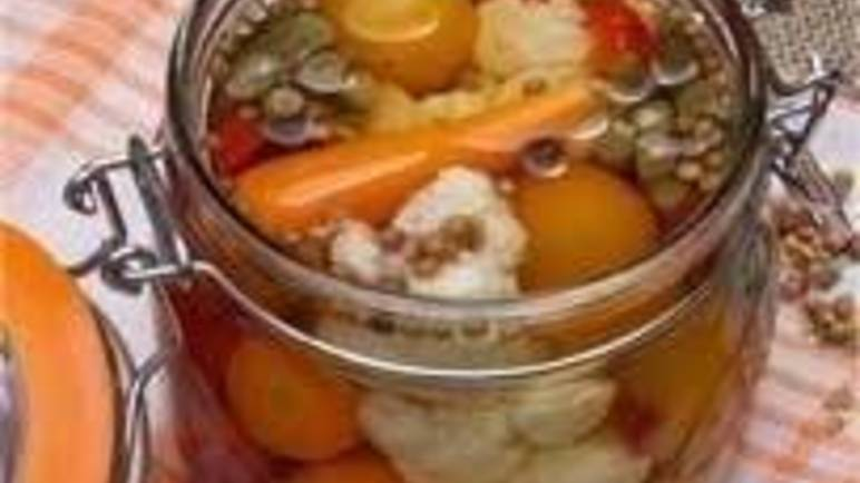 Large image for pickled mixed vegetables recipe.