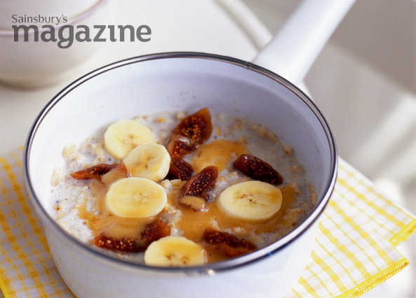 Porridge with figs, banana and manuka honey