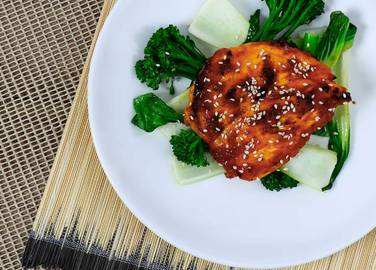 Image: Sweet chilli & sesame chicken breast with tenderstem broccoli & pak choi