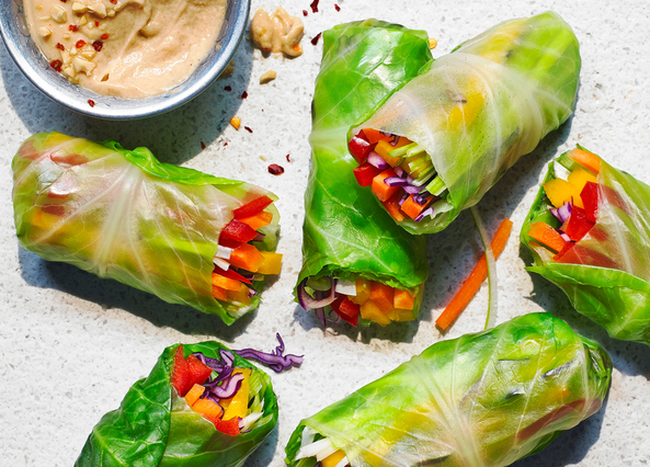Image: Rainbow wraps with a spicy peanut dip