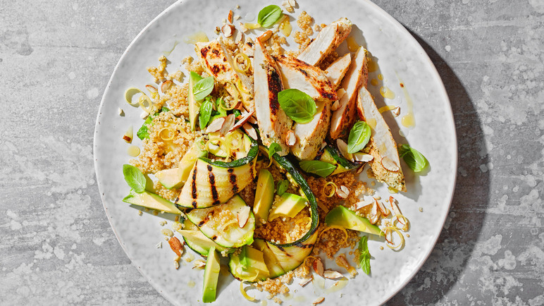 Image: Quinoa salad bowl with avocado and chicken