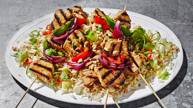 Image: Grilled tuna kebabs with brown rice