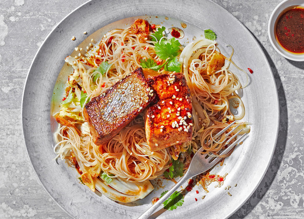 Image: Wasabi-spiced salmon with rice noodles