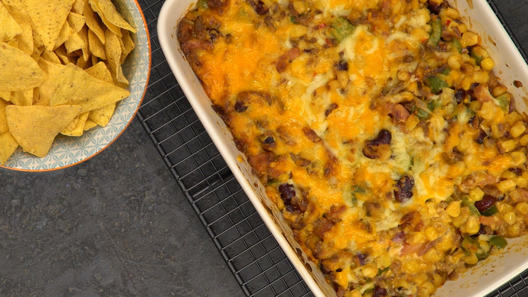 Image: Cheesy loaded chilli nachos