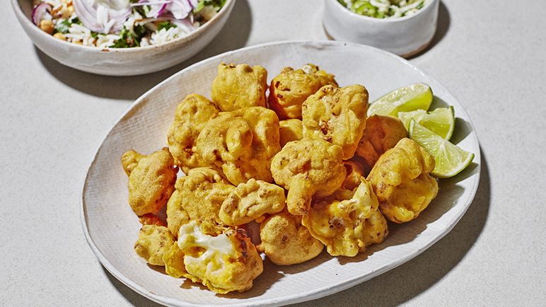 Image: Cauliflower pakora with vegan raita and wild rice