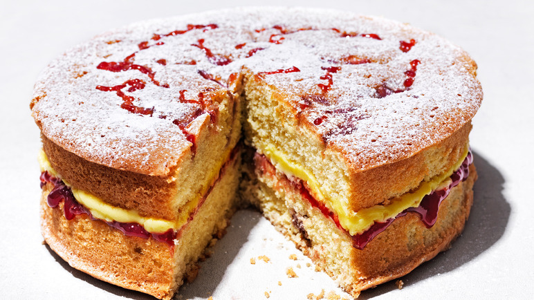 Image: Raspberry jam and custard layer cake