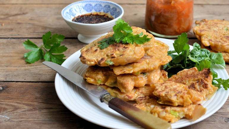 Image: Kimchi pancakes with a chilli dip
