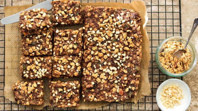 Image: Chocolate chip quinoa granola bars