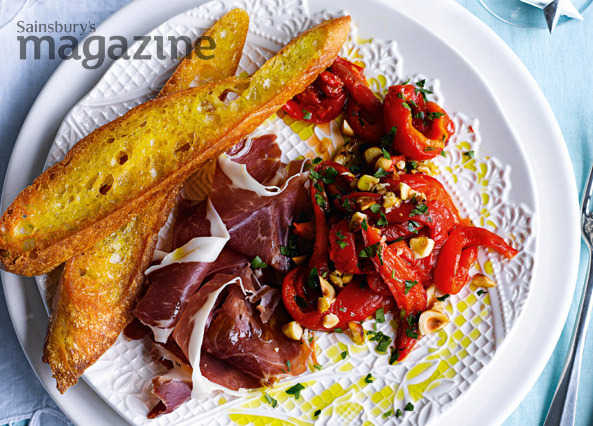 Ibérico ham with peppers, hazelnuts and parsley