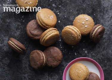Macaroon cookies with salted caramel filling