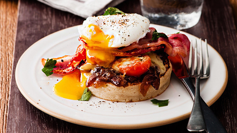 Cheesy bacon & egg crumpet image