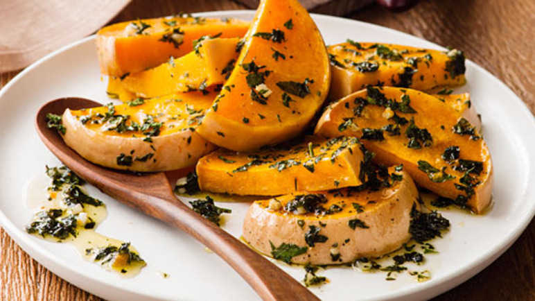 Roasted butternut squash with garlic and parsle image