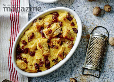 Brandy and date panettone butter puddings