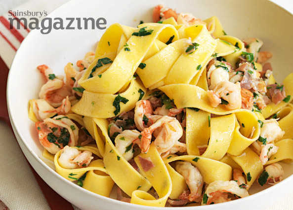 Tagliatelle with prawns, parma ham and parsley