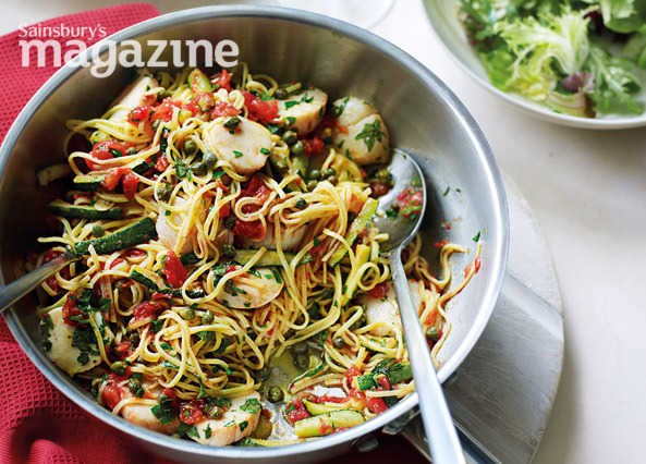 Taglierini with scallops, courgettes, tomatoes and capers