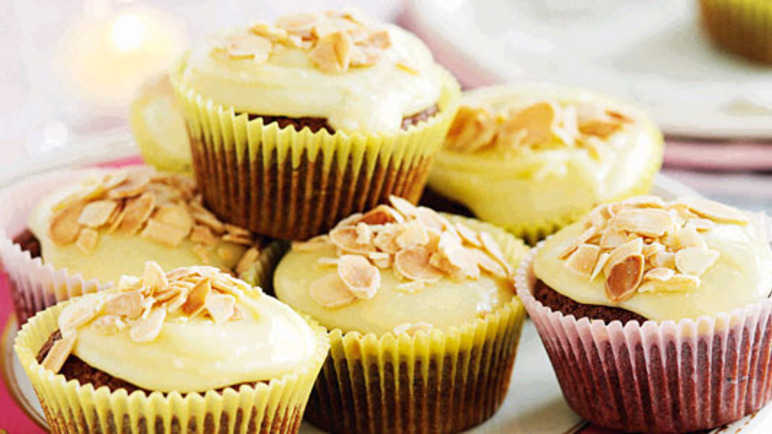 Chocolate & almond cupcake image