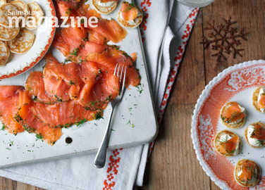 Gravadlax salmon starter with blinis