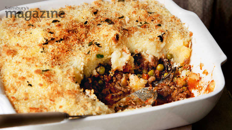 Cottage pie with cheesy onion mash