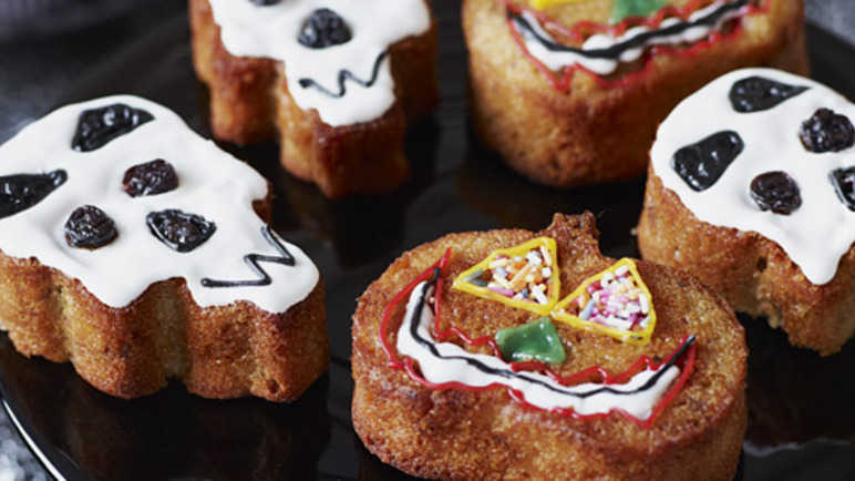 Spiced skulls and jack-o-lantern muffin image