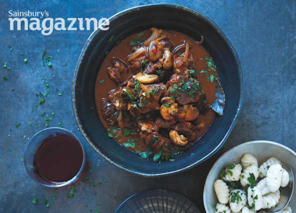 Beef goulash with gnocchi and soured cream
