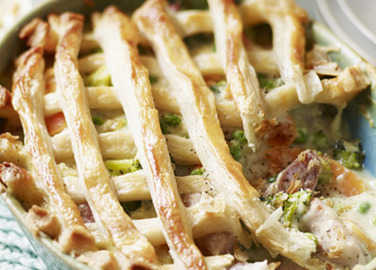 Pork and pea puff pastry pi image