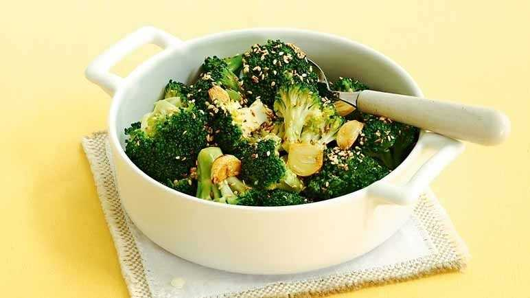Steamed broccoli with toasted sesame seed image