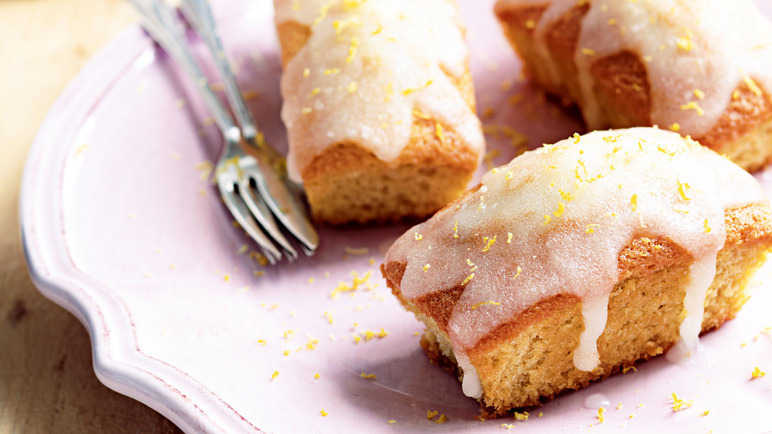 Recipes Using Lemon Drizzle Cake: Recipe: Lemon Drizzle Cakes