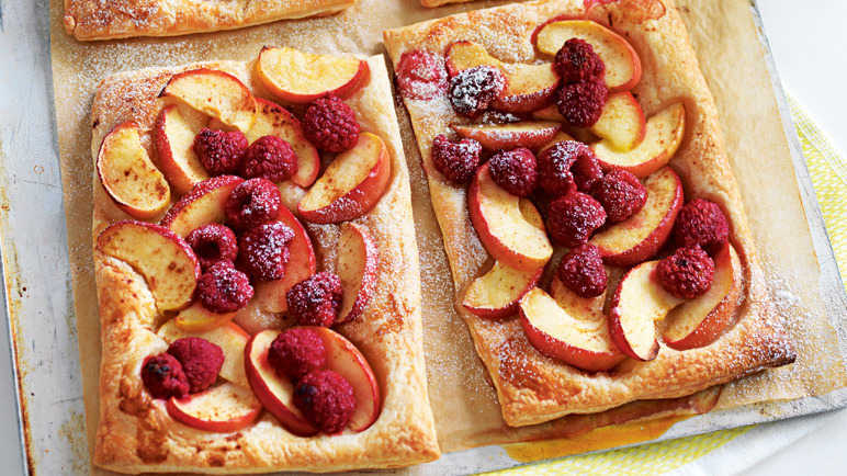 Simple fruit tart image