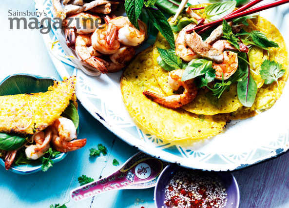 Sizzling crepes with pork and prawn image