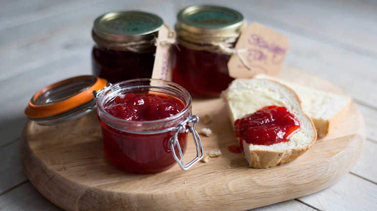 Image: Simple strawberry jam