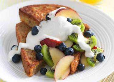 Image: Honeyed eggy bread topped with fresh fruit