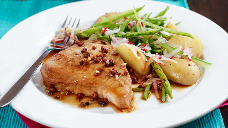 Szechuan tuna with mange tout salad image