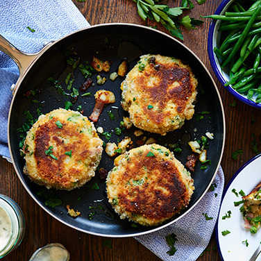 Image: Smoked haddock fishcakes with green beans