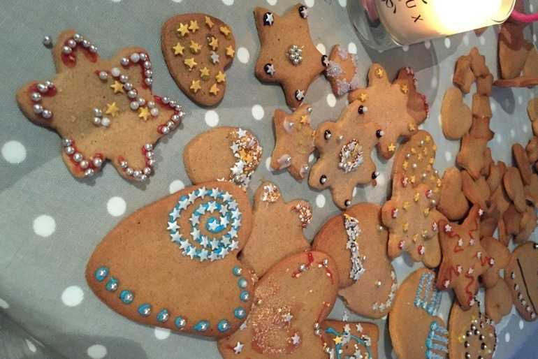 Poppy's Christmas Gingerbread Baskets image