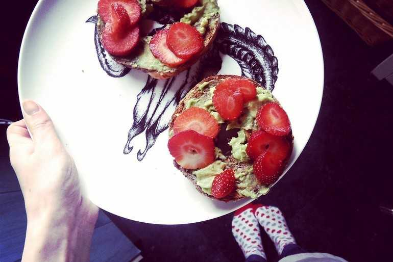 avocado and strawberry wholemeal bagels! image