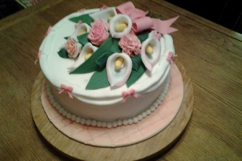 Flowers on a cake image
