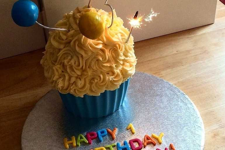 Giant Cupcake with Cakepop Balloons image